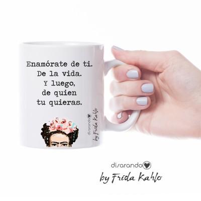 """Taza Frida Khalo """"Enamórate de ti. De la vida..."""""""