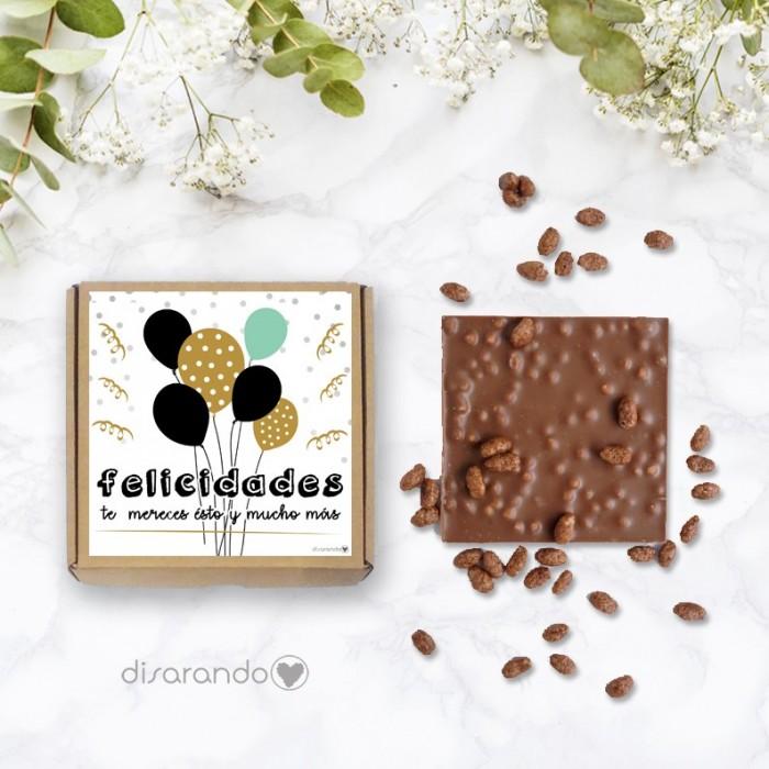 """Tableta de chocolate con mensaje: """"Felicidades. Te mereces esto y mucho más""""."""